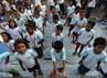 Seperti yang terlihat pada Sabtu (23/6) di halaman kantor PT Pos Indonesia Fatahilah, Kota Jakarta, puluhan anak-anak itu terlihat asyik belajar di area terbuka.