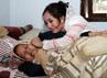 Menurut Shinta, selama ini ibunya menutupi kondisi penyakitnya dari dirinya. Herianto Batubara/detikHot.
