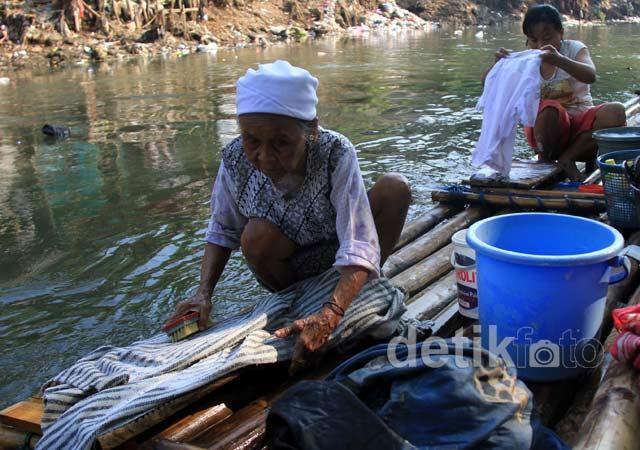 Air di 13 Sungai Jakarta Tak Layak Konsumsi