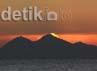 Panorama sunset yang membuat wisatawan terpesona.