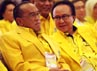 Ical berbincang dengan Sharif Cicip Sutarjo. Rapimnas tersebut dengan agenda menetapkan Ketua Umum Aburizal Bakrie (Ical) sebagai capres.