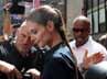 Katie Holmes tampak meninggalkan studio TV di Times Square, New York pada Senin (2/7/2012). AFP/Mehdi Taamallah.