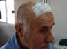 Menurut keterangan keluarga korban, luka robek di kepala disebabkan karena tertimpa semen cor yang sudah mengeras saat merperbaiki atap rumahnya. (Lettu Inf Suwandi)