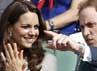 Pangeran William dan Kate Middleton senang usai petenis tuan rumah Andy Murray memenangi pertandingan. REUTERS/Stefan Wermuth.