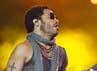 Lenny tampil dengan gaya khasnya. Carlos Alvarez/Getty Images.