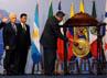 Presiden SBY memukul gong sebagai tanda dimulainya ASEAN-Latin Business Forum. (Setpres).
