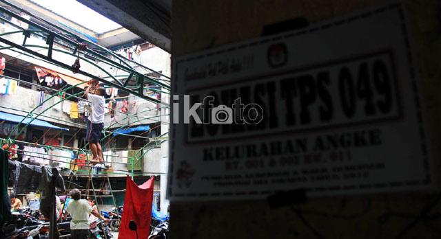 Warga Jakarta Mulai Bangun TPS