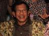 AM Fatwa (kiri) dan Muryati Sudibyo (kanan) mengucapkan selamat kepada Jokowi-Ahok.
