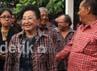 Muryati Sudibyo datang ke posko pemenangan Jokowi-Ahok.