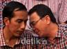 Jokowi dan Basuki berdiskusi sesaat sebelum diwawancara oleh wartawan.