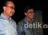 Menteri Kelautan dan Perikanan Sharif C. Sutardjo berjalan bersama anggota IV BPK Ali Maskur Musa usai serah terima laporan keuangan.