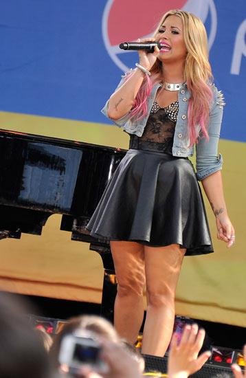 Demi Lovato Manggung di Acara Pagi