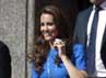 Dibalut dress biru, Kate Middleton tampak cantik. Reuters/Ki Price.