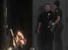 Seorang penonton yang selamat dalam peristiwa tersebut menghubungi keluarganya sambil menangis. Reuters/Evan Semin.