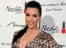 Dibalut dress bercorak leopard, Kim Kardashian tampak seksi. Ethan Miller/Getty Images.