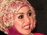 Ia pun menyatakan jilbab dengan model seperti ini cocok dengan gayanya di dunia entertainment. (Gusmun/detikHot).