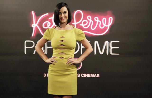 Gaya Simple nan Seksi Katy Perry