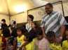 Wakil Dubes Amerika Serikat untuk Indonesia Kirsten Bauer bernyanyi bersama anak-anak jalanan.