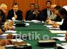 Pertemuan tersebut dihadiri Ketua Umum Palang Merah Indonesia, Jusuf Kalla (kiri), Wakil Sekjen Organisasi Konferensi Islam (OKI), DR Atta Abdul Manan (kanan) dan sejumlah NGO dari Asia dan Timur Tengah. (Dok. JK)