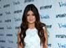 Kylie Jenner tampak manis dengan dress lace putihnya. (Michael Buckner/Getty Images).