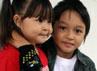 Keisha berpose bersama adik  perempuannya, Nasya.
