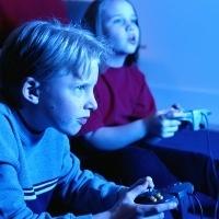 Tanda-tanda Orang Kecanduan Game dan Internet