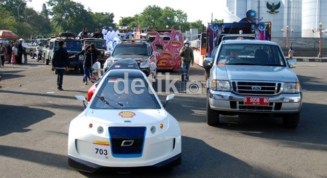 Mobil Nasional Konvoi Keliling Bandung