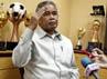 Djohar menyampaikan keterangan terkait isu kaburnya para pemain timnas senior yang berasal dari kompetisi Indonesia Super League (ISL).