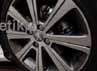 Pelek berukuran 17 inci abu-abu dengan logo singa tiap sisinya terlihat sangat tepat untuk menopang tubuh Peugeot 308.