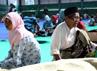Pasca kerusuhan, ratusan warga mengungsi di GOR Tenis Indoor Kota Sampang, Madura. (Bayu Murti/detikSurabaya).