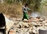 Seorang warga berjalan di atas puing-puing rumah yang hangus terbakar. Kerusuhan berlatar belakang agama ini bermula dari cekcok yang terjadi antara santri pengikut Syiah dengan sekelompok orang non Syiah. (Bayu Murti/detikSurabaya).