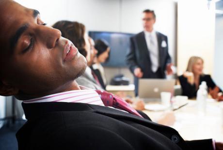 Mengapa Orang Sering Tertidur Saat Dengar Pidato?