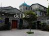 Di dalam komplek masjid ini juga terdapat asrama dan madrasah bagi warga yang ingin mempelajari Islam.