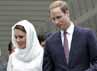 Mengunjungi mesjid As-Syakirin di KLCC, Kuala Lumpur, Malaysia, Kate Middleton memakai kerudung. REUTERS/Samsul Said.