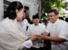 Hidayat datang bersama Wakil Ketua DPRD Triwisaksana.