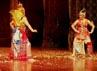 Ketua Satya Budaya Indonesia Ibu Endang Purnomo berperan sebagai tokoh utama dalam pagelaran wayang orang Sang Julandoro. (Andri).