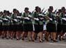 Defile pasukan memeriahkan gladi bersih peringatan HUT ke-67 TNI.