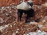 Dua pekerja tengah merapikan puing-puing beton yang hancur, di tanah lahan yang sudah dilebarkan untuk proyek jalan layang non tol (JLNT) Bekasi-Cawang-Kampungmelayu (Becakayu).