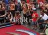 Para siswa sekolah dasar tampak antusias menyaksikan alat-alat tempur milik TNI. Gus Mun/detikcom.