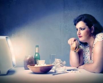 Hati-hati Dampak Negatif Jika Anda Makan Terlalu Malam