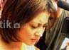 Perempuan 25 tahun itu diam seribu bahasa dan menundukkan kepala saat ditanya wartawan.