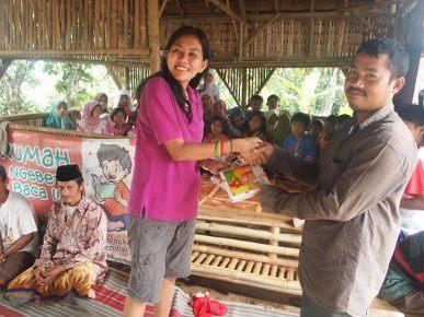 Yulia Baso, 5 Jam Jalan Kaki Demi Pendidikan Anak Tak Mampu