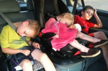 Ih, Lucunya Anak Kecil Kalau Tertidur di Perjalanan