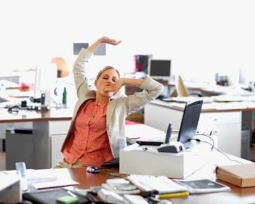 Suka Merokok, Karyawan jadi Sering Bolos ke Kantor