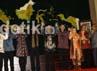 Pimpinan MPR didampingi anggota MPR foto bersama dengan seluruh Gubernur Indonesia dan Ketua DPRD seluruh Indonesia. Ramses/detikcom.