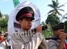 Peserta pembawa tandu yang merupakan simbolisasi Tandu Sudirman. Purwo S/detikSurabaya.