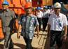 Direktur Utama PLN, Nur Pamudji (tengah) meninjau proyek PLTU Nagan Raya.