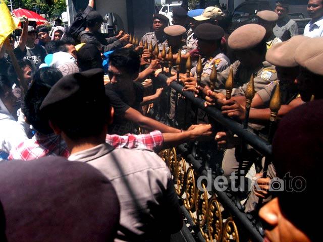 Demo Tuntut Pemberantasan Korupsi Ricuh