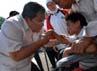 Ahmad Heryawan menyapa anak-anak disabilitas. (Gino).