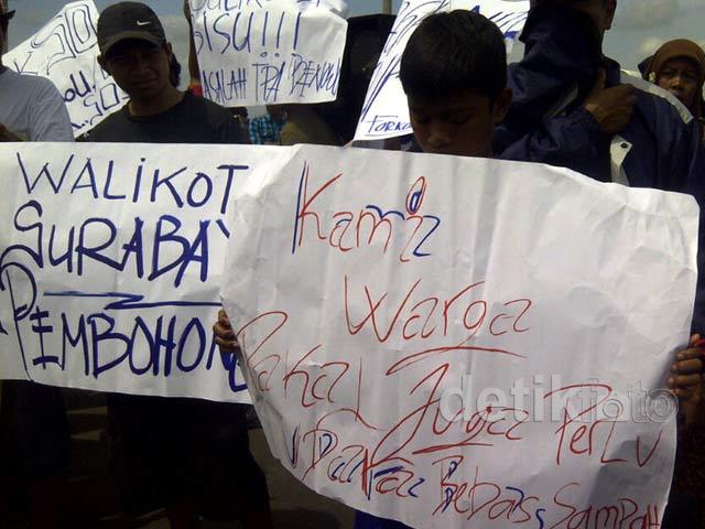 Puluhan Warga Demo Tolak TPA Benowo